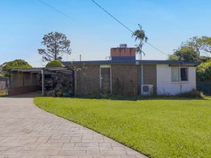 House to be demolished in Ormistion Qld